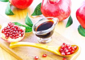 ざくろの実と粒とザクロエキス(ザクロのしずくの原液)
